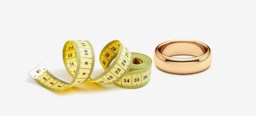 Измерение размер кольца с помощью метра.