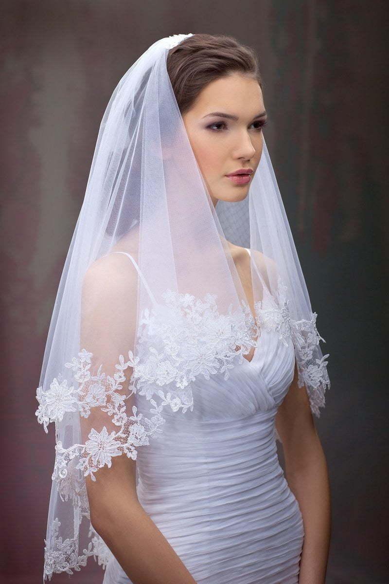 фото как крепить фату невесте она