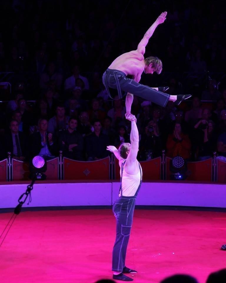 Цирковые акробатические пары фото