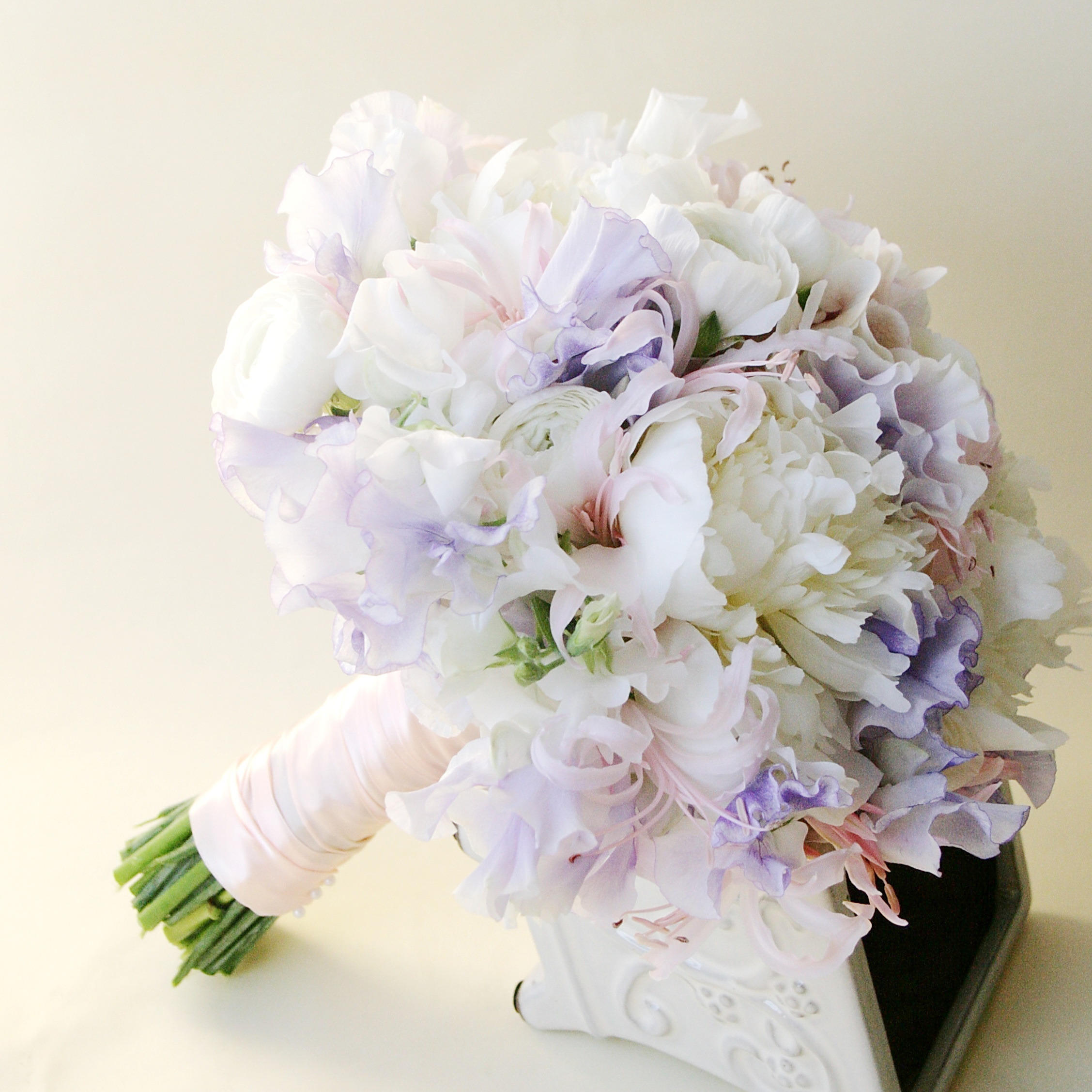 Пионовидными розами, заказать букет невесты запорожье