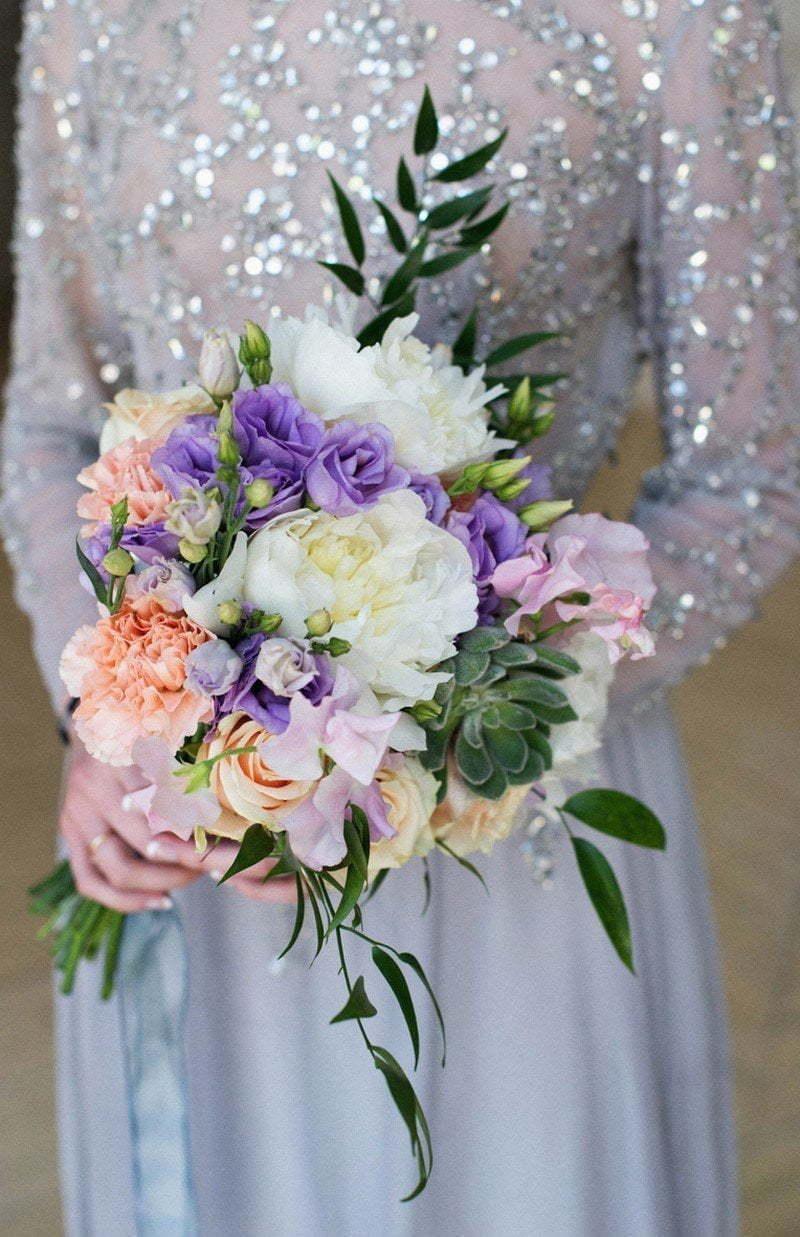 Букет свадебный ирисы и пионы
